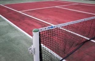 Cancha de tenis vacía.