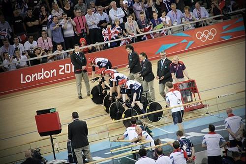 Cyclistes attendant sur la ligne de départ au Vélodrome, Jeux Olympiques de Londres, 2012