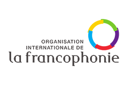 "El logotipo de la Organization Internationale de la Francophonie: el texto negro ""Organization Internationale de la Francophonie"" junto a un anillo multicolor."