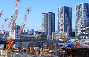 Una imagen de gran angular de la Villa Olímpica de Tokio en construcción.